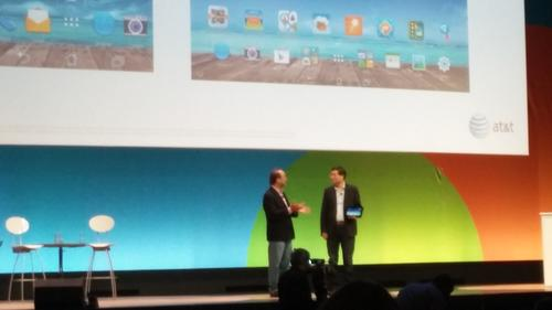 Asus CEO Jerry Chen and AT&T's de la Vega chat up the Padfone X.